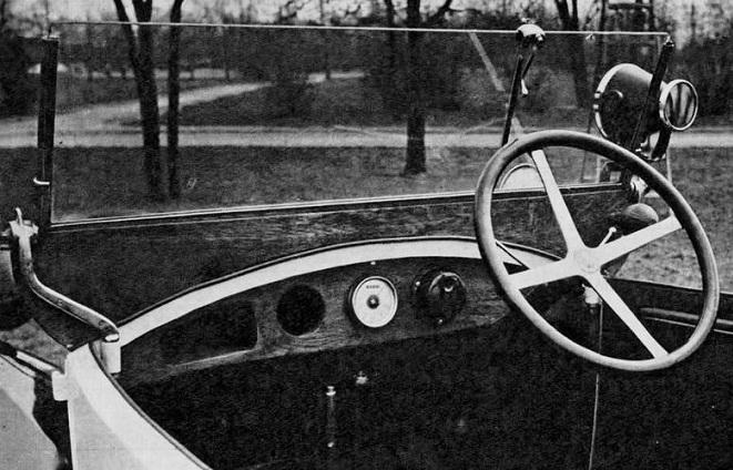 Чому перші радянські автомобілі мали кермо праворуч